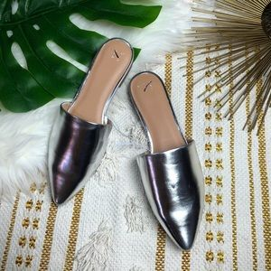 A New Day Women/'s Brilliant Chrome Silver Junebug Mules Slides